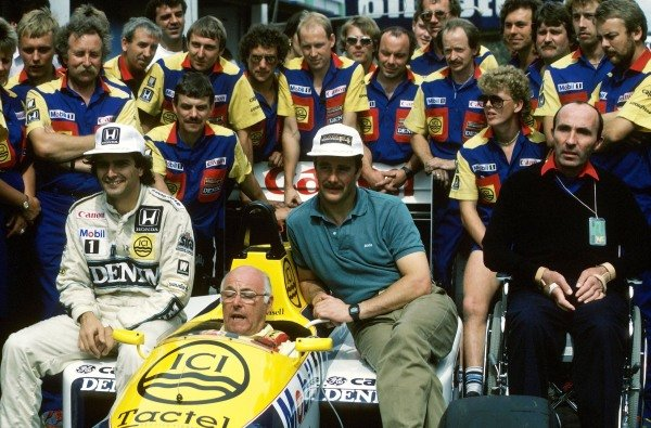 (L to R) Nelson Piquet (BRA) Williams FW11, BBC F1 commentator Murray Walker (GBR), Nigel Mansell (GBR) Williams FW11, Team Owner Frank Williams and the Williams Team pose for a photograph.