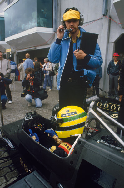 1985 German Grand Prix. Nurburgring, Germany. 2nd - 4th August 1985. Ayrton Senna (Lotus 97T-Renault) 3rd position, with race engineer Steve Hallam in th epit lane, portrait.  World Copyright: LAT Photographic. Ref:  85GERa