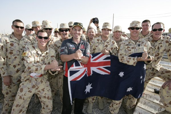 2007 Australian V8 Supercars.Bahrain International Circuit. Sakhir, Bahrain.2nd - 4th November. Craig Lowndes signs a autographs after flying into visit the Australian troops based at Tallil Airbase located approximately 310 kilometers Southeast of Baghdad, Iraq.World Copyright: Mark Horsburgh/LAT Photographic. Ref: Digital Image V8-Drivers-IRAQ-7414