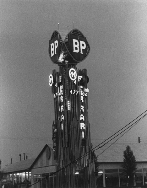Le Mans, France. 25th - 26th June 1960 BP Tower at night showing Car 11 leading, atmosphere World Copyright: LAT Photographic Ref:  B/WPRINT.