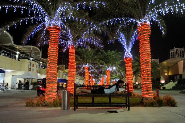 Bahrain, 27th-29th September 2012,Darren Turner relaxing in BahrainWorld copyright: Ebrey/LAT Photographic