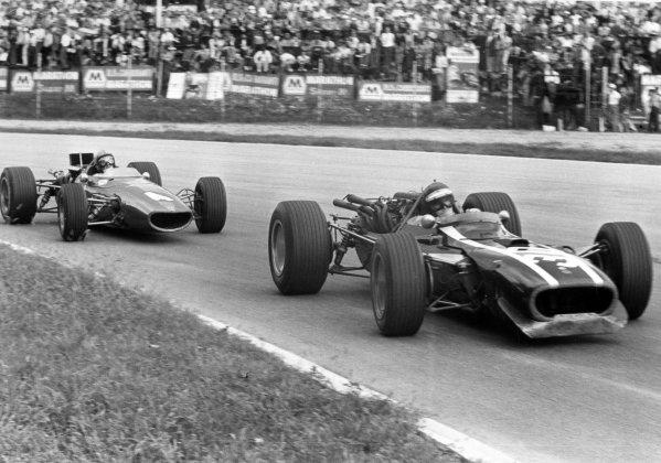1967 Italian Grand Prix.Monza, Italy. 10 September 1967.Jochen Rindt, Cooper T81-Maserati, 4th position, leads Bruce McLaren, McLaren M5A-BRM, retired, action.World Copyright: LAT PhotographicRef: Motor b&w print