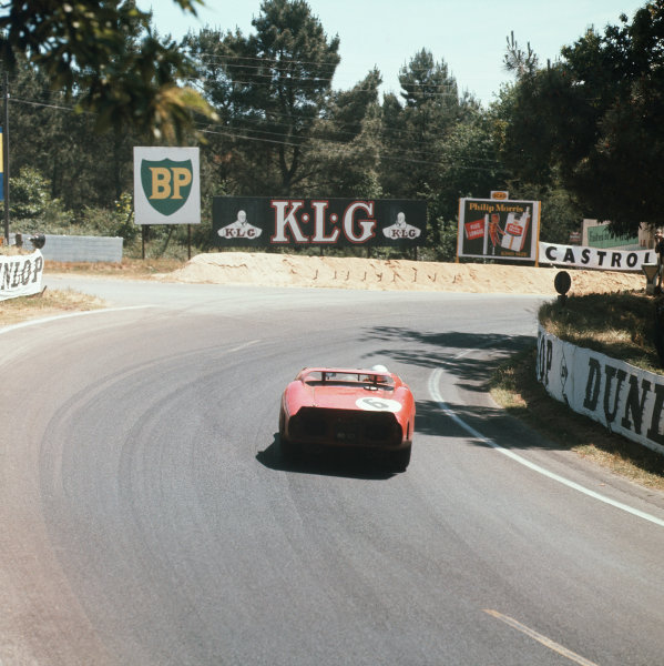 Le Mans, France. 23rd - 24th June 1962.Olivier Gendebien/Phil Hill (Ferrari 330LM), 1st position, action. World Copyright: LAT Photographic.Ref:  569.