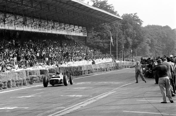 Dan Gurney (USA) Porsche 804 crosses the line to take his first Grand Prix victory and the first for manufacturer Porsche. French Grand Prix, Rouen-les-Essarts, 8 July 1962.
