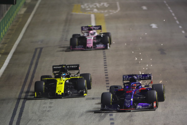 Daniil Kvyat, Toro Rosso STR14, leads Daniel Ricciardo, Renault R.S.19, and Lance Stroll, Racing Point RP19