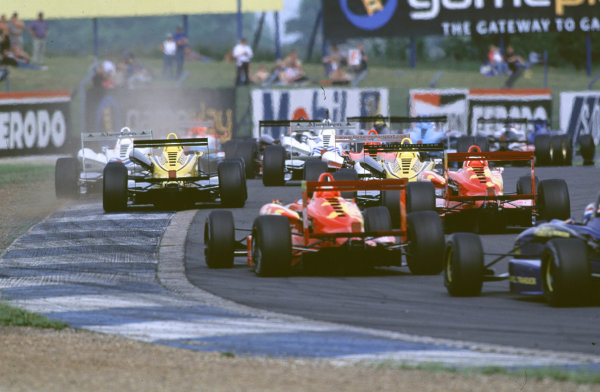 2000 British Formula Three Donington, England. 1st - 2nd July 2000. Rd 7&8. Start of the race and all cars make it round turn 1. World - Peter Spinney/ LAT Photographic