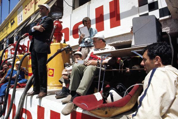 Ferdinand Piech and Helmut Bott from Porsche wait on the pitwall.