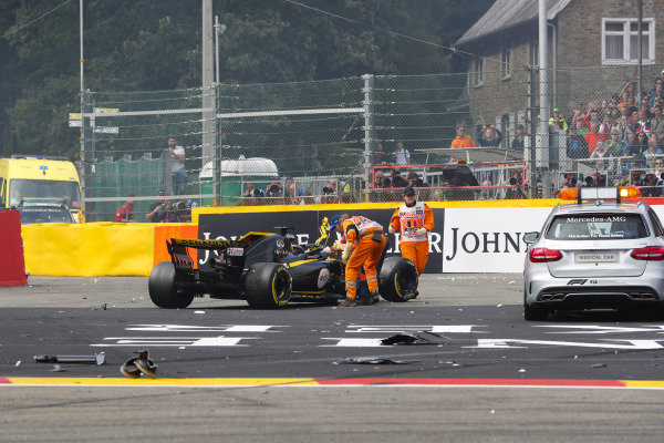 Nico Hulkenberg, Renault Sport F1 Team, retires in an accident at the first corner.