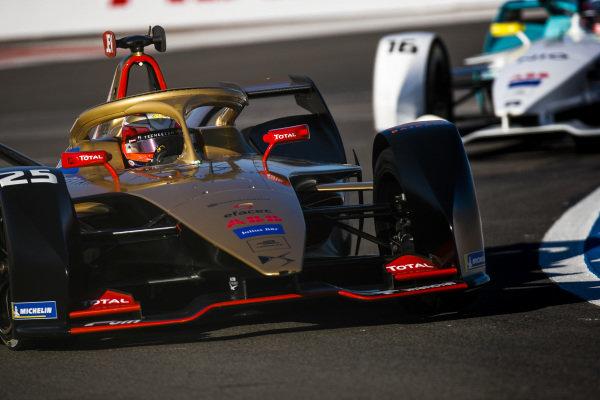 Jean-Eric Vergne (FRA), DS TECHEETAH, DS E-Tense FE19, leads Oliver Turvey (GBR), NIO Formula E Team, NIO Sport 004