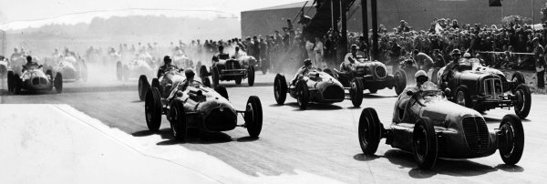 Silverstone, Great Britain.2 October 1948.Emmanuel de Graffenried (Maserati 4CL) leads Louis Chiron (Lago-Talbot T26C) and Bob Gerard (ERA B-type, number 16) at the start. Gerard finished in 3rd position.Published-Autocar 8/10/1948 p966.World Copyright - LAT Photographic