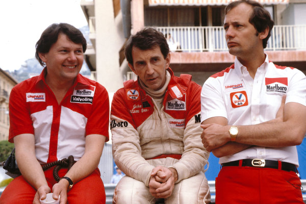 1981 Monaco Grand Prix. Monte Carlo, Monaco. 29-31 May 1981. John Watson (McLaren Ford) with team boss Ron Dennis and chief designer John Barnard. Ref-81MON37. World Copyright - LAT Photographic