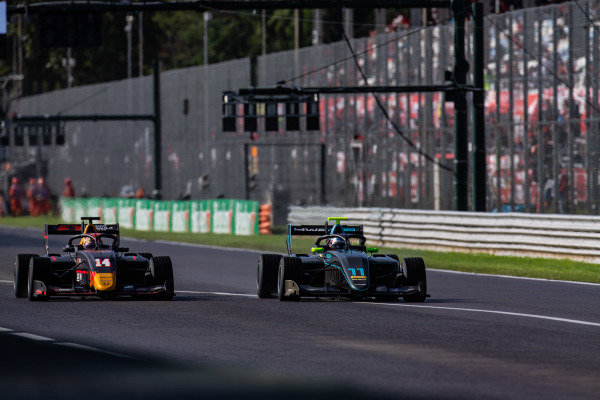 AUTODROMO NAZIONALE MONZA, ITALY - SEPTEMBER 08: Jake Hughes (GBR, HWA RACELAB) and Yuki Tsunoda (JPN, Jenzer Motorsport) during the Monza at Autodromo Nazionale Monza on September 08, 2019 in Autodromo Nazionale Monza, Italy. (Photo by Joe Portlock / LAT Images / FIA F3 Championship)