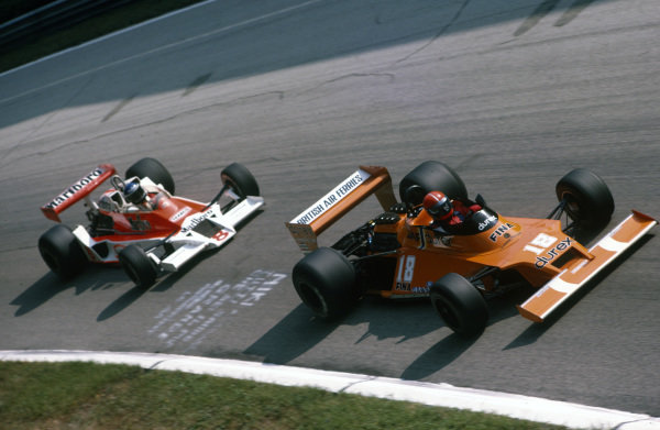 Carlo Franchi, Surtees TS20 Ford leads Patrick Tambay, McLaren M26 Ford.