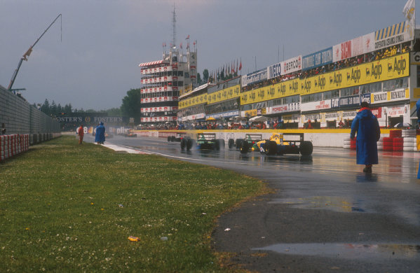 1991 San Marino Grand Prix.Imola, Italy.26-28 April 1991.The field takes up their positions on the grid, prior to the start on the wet track.Ref-91 SM 22.World Copyright - LAT Photographic