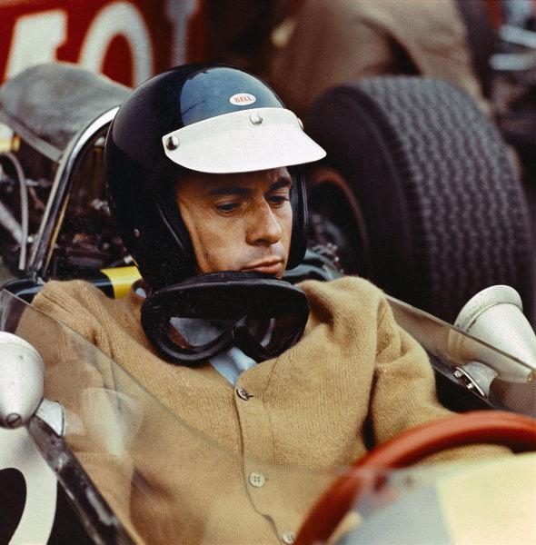 Watkins Glen, New York, USA.1-3 October 1965.Jim Clark (Lotus 33 Climax) on the grid wearing a cardigan! Portrait. Ref- 0611World Copyright - LAT Photographic