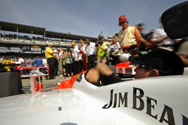 25 May 2008, Indianapolis,Indiana USAHelio Castroneves's Team Penske Honda/Dallara #3 is rolled out into pit lane to grid up on race morning.©2008 F Peirce Williams USALAT Photographic