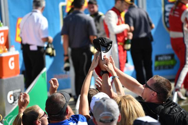 IMSA WeatherTech SportsCar Championship Sahlen's Six Hours of the Glen Watkins Glen International, Watkins Glen, NY USA Sunday 2 July 2017 Fans grab for hat in victory lane. World Copyright: Richard Dole/LAT Images ref: Digital Image RD_WGI_17_574