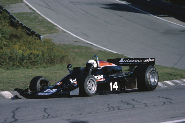 1977 Canadian Grand Prix. Mosport Park, Canada. 9th October 1977 Danny Ongais (Penske PC4-Ford).  World Copyright: LAT Photographic. Ref: 77 CAN 08