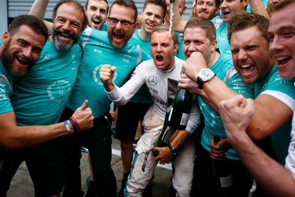 Autodromo Nazionale di Monza, Italy. Sunday 4 September 2016. Nico Rosberg, Mercedes AMG, 1st Position, celebrates with the Mercedes team. World Copyright: Andrew Hone/LAT Photographic ref: Digital Image _ONY6075