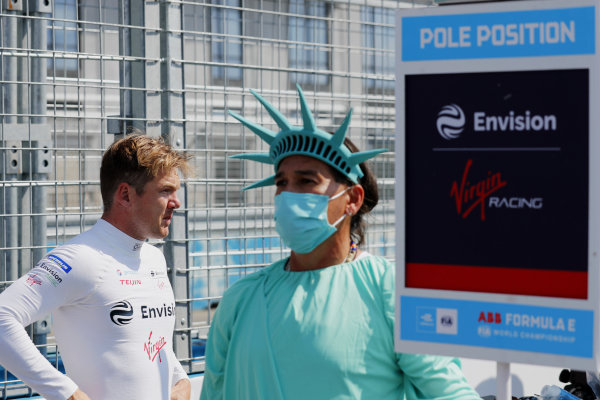 Nick Cassidy (NZL), Envision Virgin Racing, on the grid