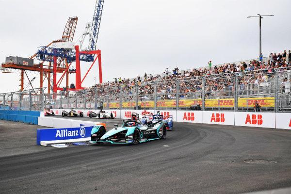 Mitch Evans (NZL), Jaguar Racing, Jaguar I-TYPE 5, leads Nick Cassidy (NZL), Envision Virgin Racing, Audi e-tron FE07
