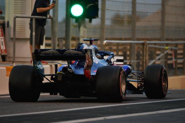 Daniil Kvyat, Scuderia Toro Rosso STR13 and green light