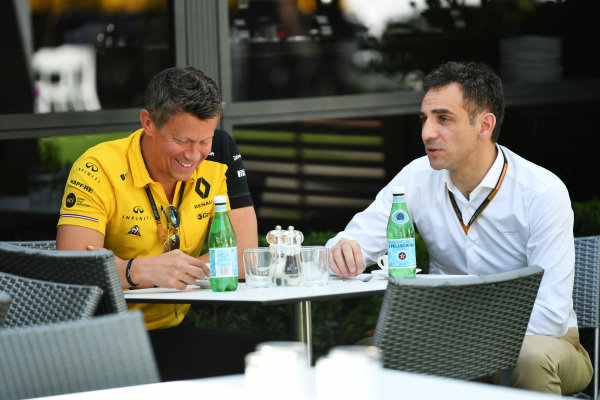 Cyril Abiteboul, Managing Director, Renault F1 Team with a member of the Renault team