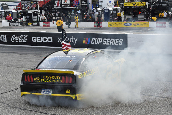 #2: Brad Keselowski, Team Penske, Western Star/Alliance Parts Ford Mustang celeb rates his win