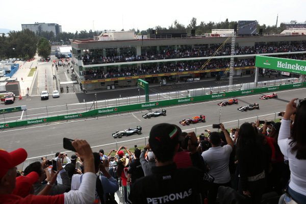 Lewis Hamilton (GBR) Mercedes-Benz F1 W07 Hybrid leads at the start of the race at Formula One World Championship, Rd19, Mexican Grand Prix, Race, Circuit Hermanos Rodriguez, Mexico City, Mexico, Sunday 30 October 2016.