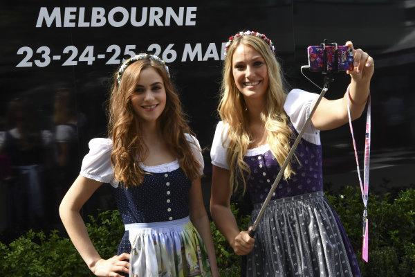 Girls at Formula One World Championship, Rd1, Australian Grand Prix, Race, Albert Park, Melbourne, Australia, Sunday 26 March 2017. BEST IMAGE