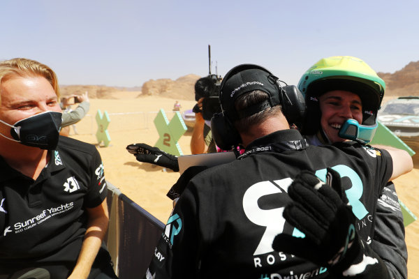 Molly Taylor (AUS), Rosberg X Racing, celebrates in Parc Ferme with her team, including Nico Rosberg, founder and CEO, Rosberg X Racing