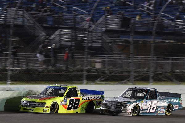 #88: Matt Crafton, ThorSport Racing, Ford F-150 Jack Links/ Menards, #16: Austin Hill, Hattori Racing Enterprises, Toyota Tundra Chiba Toyopet