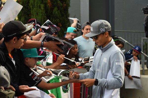 Pascal Wehrlein (GER) Manor Racing signs autographs for the fans at Formula One World Championship, Rd18, United States Grand Prix, Race, Circuit of the Americas, Austin, Texas, USA, Sunday 23 October 2016.