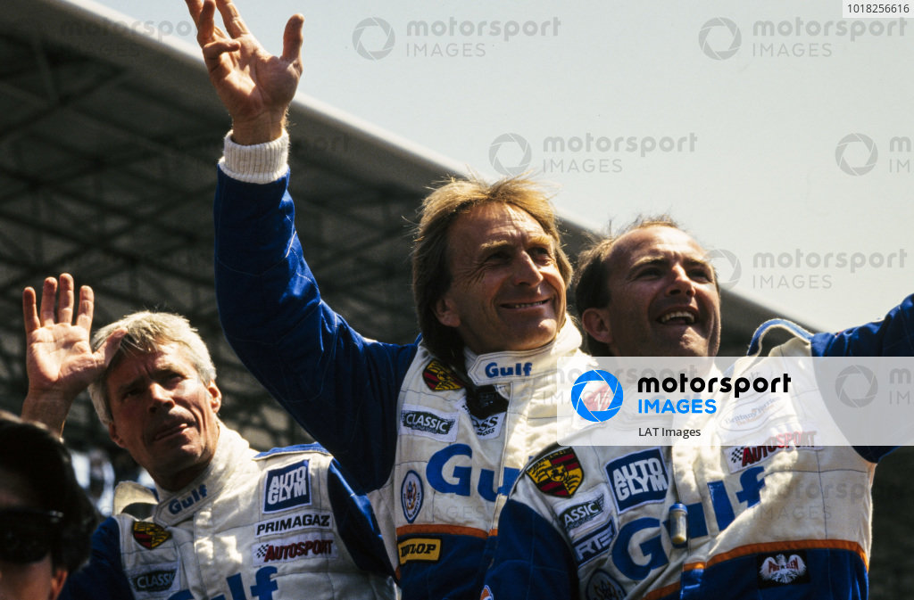 Jürgen Lässig, Derek Bell and Robin Donovan wave to the crowd on the drivers' parade.