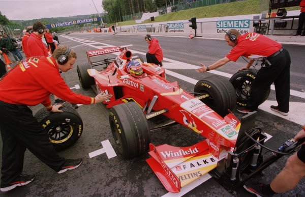 1998 Belgian Grand Prix.Spa-Francorchamps, Belgium. 28-30 August 1998.Jacques Villeneuve (Williams FW20 Mecachrome) practices pitstops during practice.World Copyright - Steve Etherington/LAT Photographic