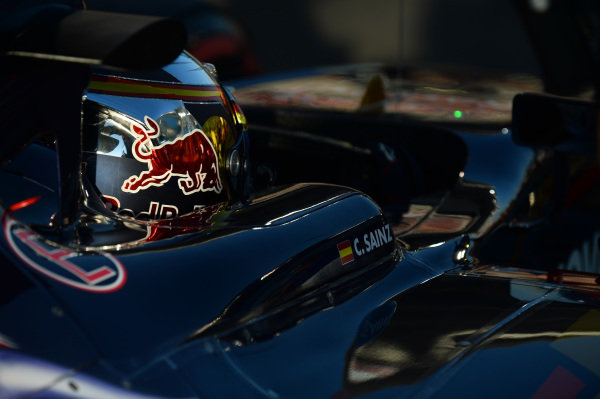 Carlos Sainz jr (ESP) Scuderia Toro Rosso STR10 on the grid at Formula One World Championship, Rd19, Abu Dhabi Grand Prix, Race, Yas Marina Circuit, Abu Dhabi, UAE, Sunday 29 November 2015.
