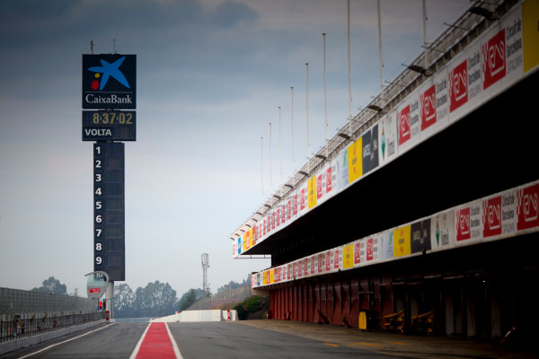 Circuit de Barcelona Catalunya, Barcelona, Spain. Monday 13 March 2017. A empty pit-lane before the start of testing.  Photo: Alastair Staley/FIA Formula 2 ref: Digital Image 580A8739