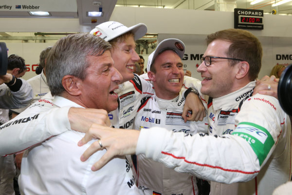 2015 FIA World Endurance Championship, Bahrain International Circuit, Bahrain. 19th - 21st November 2015. Timo Bernhard / Mark Webber / Brendon Hartley Porsche Team Porsche 919 Hybrid World Copyright: Jakob Ebrey / LAT Photographic.