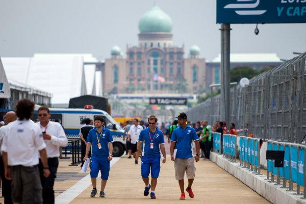 2015/2016 FIA Formula E Championship. Putrajaya ePrix, Putrajaya, Malaysia. Friday 6 November 2015. Jarno Trulli and Vitantonio Liuzzi (ITA), Trulli Formula E Team - Spark SRT_01E. Photo: Zak Mauger/LAT/Formula E ref: Digital Image _MG_3803