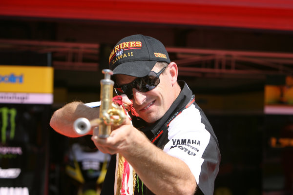 Gran Premio D'Itali Alice.Mugello, Italy. 28th May 2009.Colin Edwards Monster Yamaha Tech 3 gets some target practice in with a trumpet.World Copyright: Martin Heath/LAT Photographicref: Digital Image BPI_Moto 8hqi