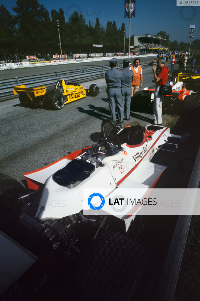 Monza, Italy. 8 -10 September 1978.Hans-Joachim Stuck  (Shadow DN9 Ford), retired, pit alne.World Copyright: LAT PhotographicRef: 35mm transparency.