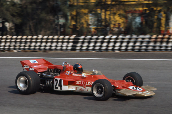 1970 Mexican Grand Prix. Mexico City, Mexico. 23-25 October 1970. Emerson Fittipaldi (Lotus 72C-Ford), retired, action.  World Copyright: LAT Photographic. Ref:  70 MEX 09.