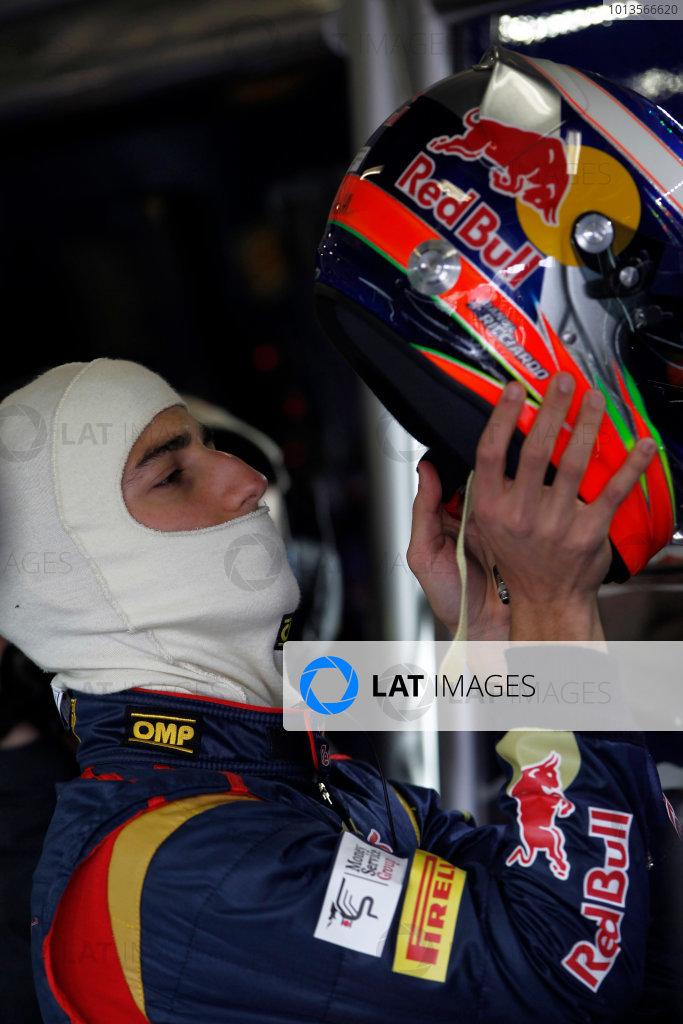 Albert Park, Melbourne, Australia 25th March 2011. Daniel Ricciardo, Toro Rosso STR6. Portrait. Helmets. World Copyright: Andrew Ferraro/LAT Photographic ref: Digital Image _Q0C7583
