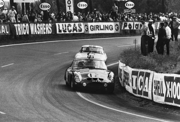Le Mans, France. 15th - 16th June 1963.Mike Salmon/Jack Sears (Ferrari 330 LM Berlinetta), 5th position, leads Roy Salvadori/Paul Richards (Jaguar E-type Light), retired, action. World Copyright: LAT Photographic.Ref:  L63 - 177 - 24A.