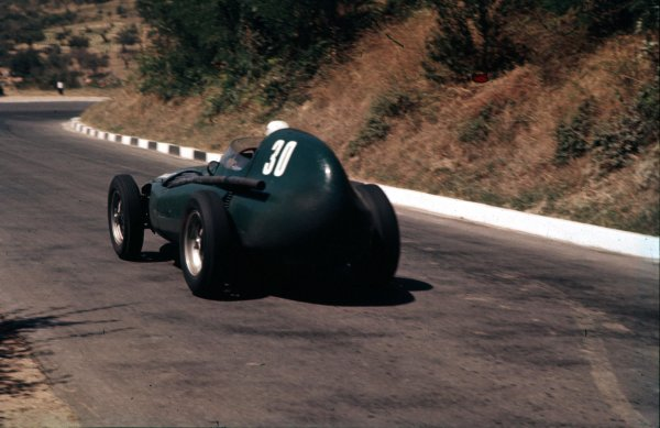 1957 Pescara Grand Prix.Pescara, Italy.16-18 August 1957. Stuart Lewis-Evans (Vanwall VW1) 5th position. Ref-57 PES 08.World Copyright - LAT Photographic