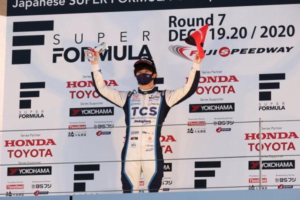 2020 Rookie of the year Toshiki Oyu ( #65 TCS NAKAJIMA RACING, Dallara SF 19 Honda ), 2nd place, celebrates on the podium