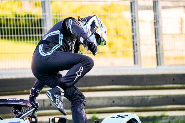 James Calado (GBR), Panasonic Jaguar Racing climbs out of his damaged Jaguar I-Type 4