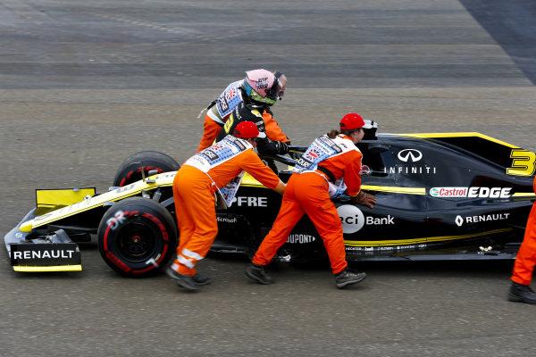 Marshals assist Daniel Ricciardo, Renault R.S.19, after car failure