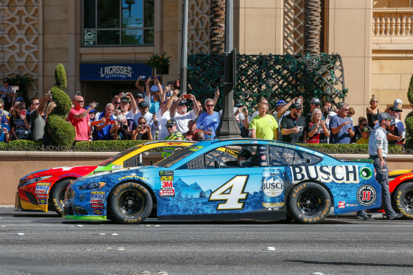 #4: Kevin Harvick, Stewart-Haas Racing, Ford Fusion Busch