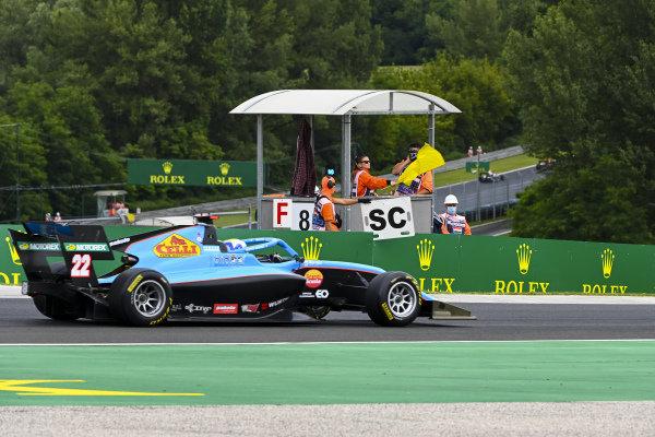 Matteo Nannini (ITA, JENZER MOTORSPORT), passes a yellow flag